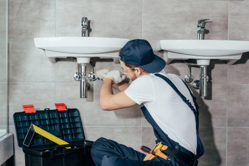 serviço de desentupimento de banheiro